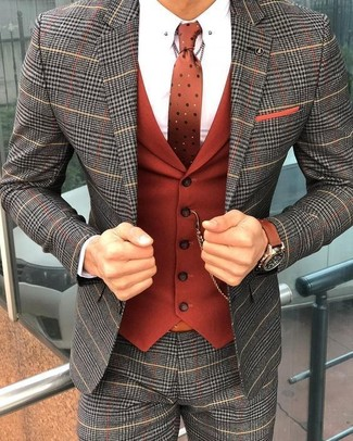 Cómo combinar un pañuelo de bolsillo naranja: Empareja un traje de tartán gris con un pañuelo de bolsillo naranja para conseguir una apariencia relajada pero elegante.