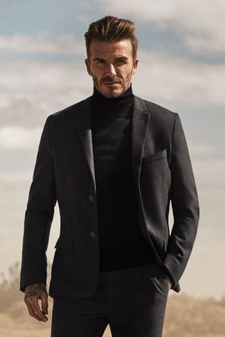 Look de David Beckham: Traje de Lana en Gris Oscuro, Jersey de Cuello Alto Negro