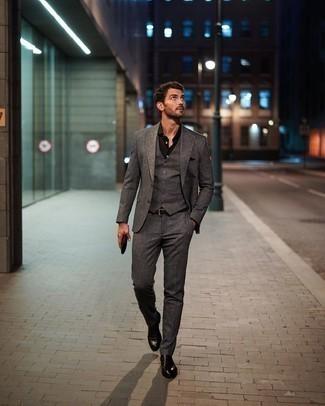 Luce lo mejor que puedas en un traje de tres piezas gris y