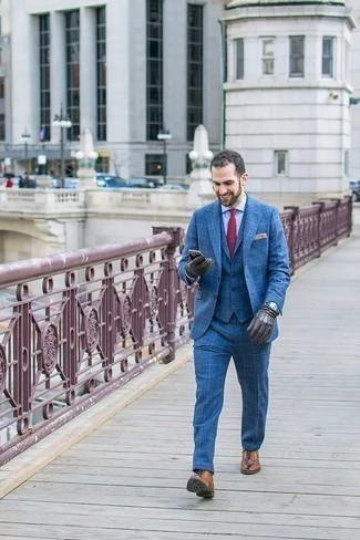 Cómo combinar unos zapatos oxford de cuero marrón claro: Intenta combinar un traje de tres piezas azul con una camisa de vestir celeste para un perfil clásico y refinado. Zapatos oxford de cuero marrón claro son una opción incomparable para completar este atuendo.