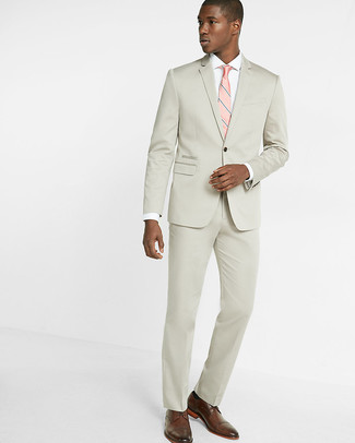 57cb3d3451b ... Look de moda: Traje en beige, Camisa de vestir blanca, Zapatos brogue de