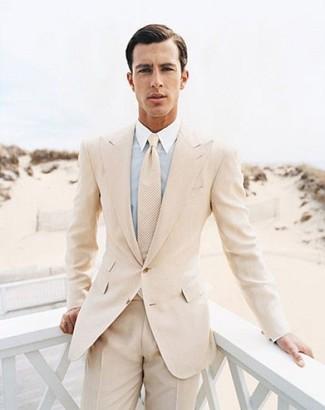 Cómo combinar: traje en beige, camisa de vestir celeste, corbata en beige