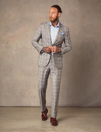Cómo combinar: traje de tartán en beige, camisa de vestir celeste, zapatos con doble hebilla de cuero marrónes, pañuelo de bolsillo celeste