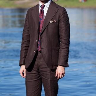 Cómo combinar un traje en marrón oscuro: Equípate un traje en marrón oscuro junto a una camisa de vestir blanca para rebosar clase y sofisticación.