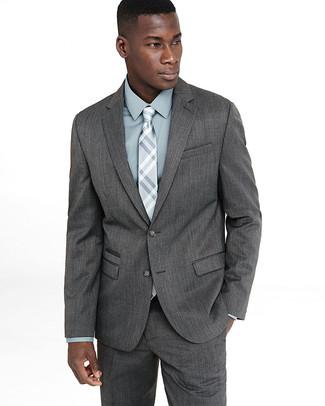 Cómo combinar: traje gris, camisa de vestir en verde menta, corbata de tartán gris