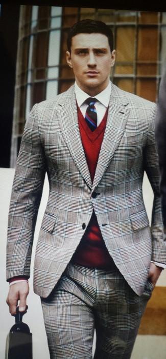 Elige un jersey de pico rojo de Gant y un traje de tartán gris para rebosar clase y sofisticación.