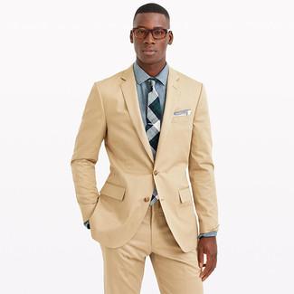 Cómo combinar: traje marrón claro, camisa de vestir de cambray celeste, corbata de tartán gris, pañuelo de bolsillo blanco