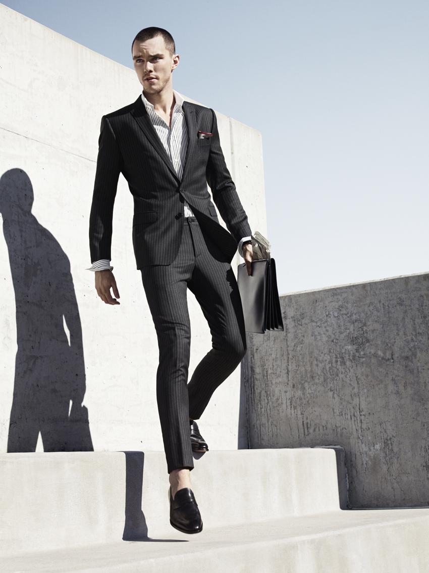 Traje negro hombre moda