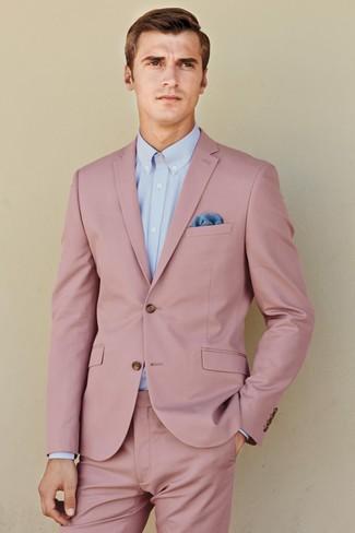 Cómo combinar: traje rosado, camisa de vestir celeste, pañuelo de bolsillo azul