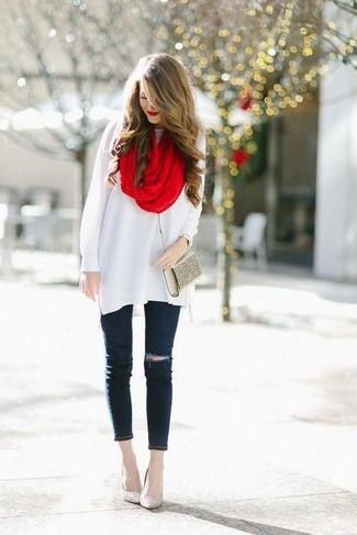 Una túnica de lana blanca y un reloj dorado de mujeres de Diesel son prendas que debes tener en tu armario. Zapatos de tacón de lentejuelas dorados son una opción muy buena para completar este atuendo.