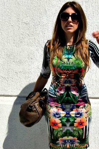 a8dc622e2 Look de moda  Vestido ajustado con print de flores en multicolor ...