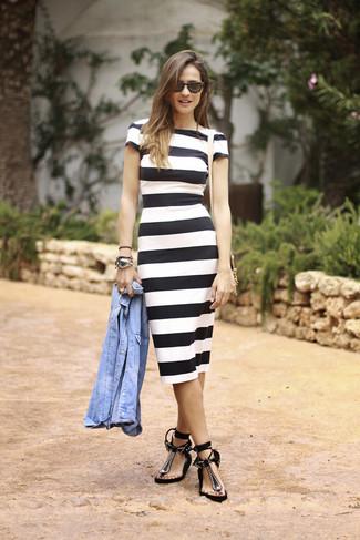 Combinar vestido blanco con rayas negras