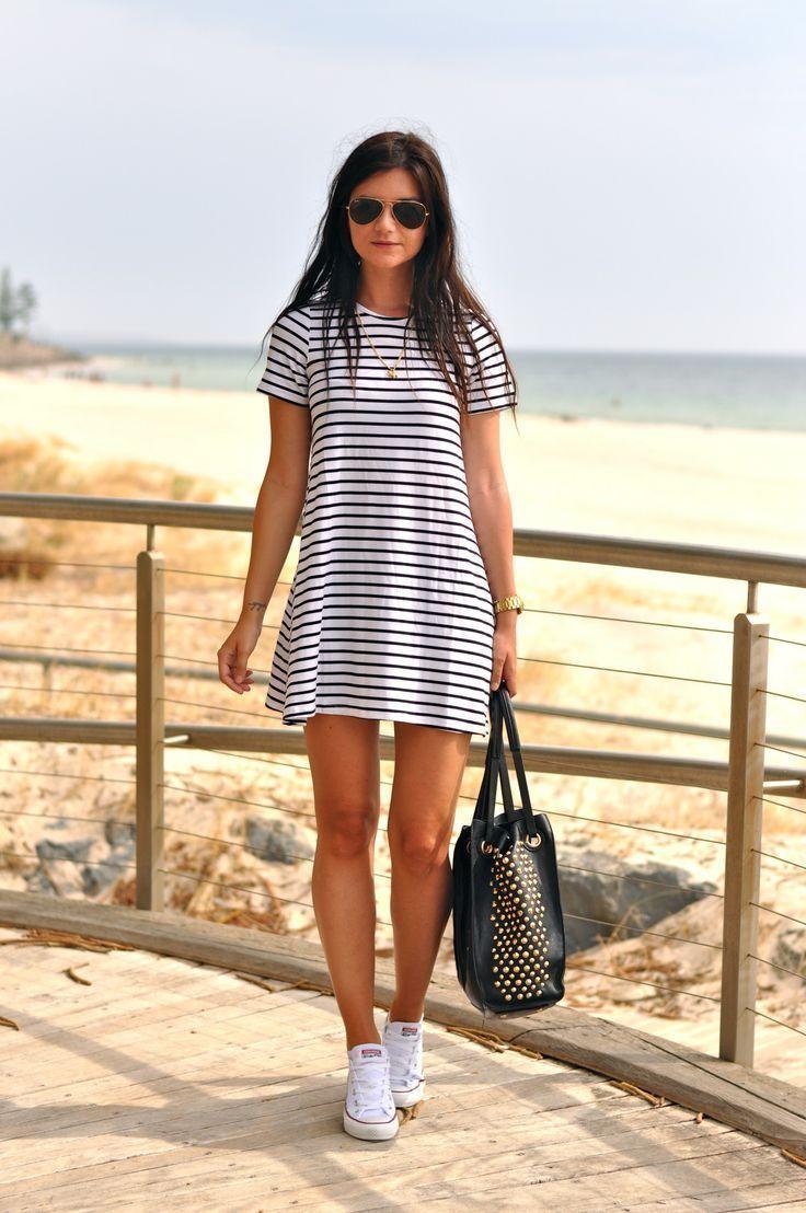 Vestido blanco con rayas negras corto