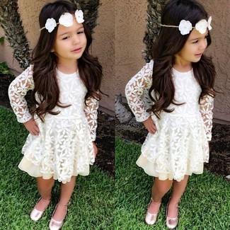 cf5c6922 Moda para Niñas Look de moda: Vestido de encaje blanco, Bailarinas rosadas
