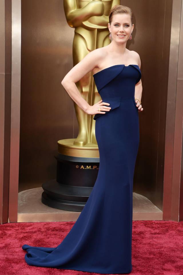 Combinar vestido azul marino noche