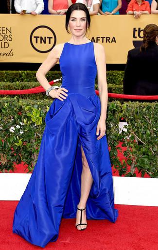 Vestido de noche azul sandalias de tacon de ante negras collar plateado large 7999