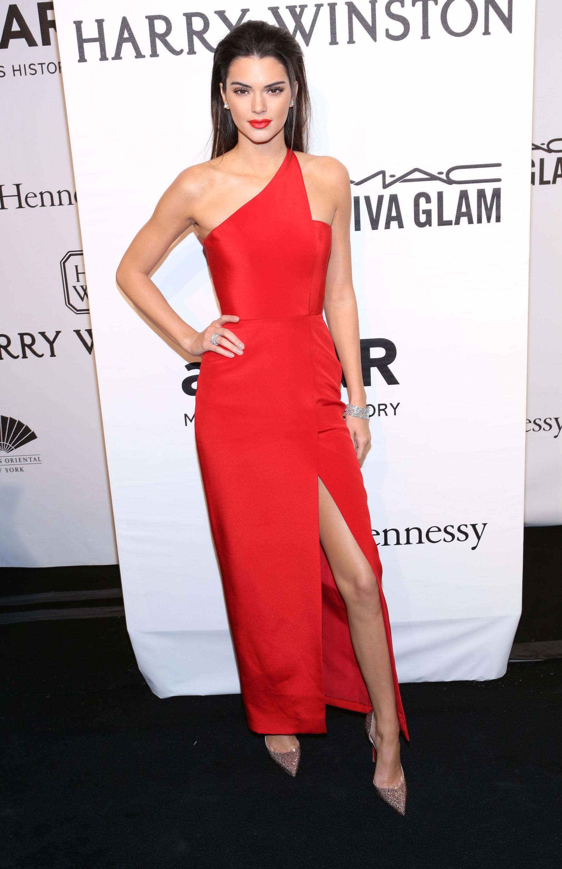 Que zapatos usar con vestido rojo de noche