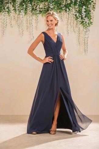 Vestido azul oscuro combina