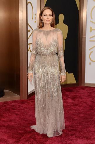 Look de Angelina Jolie: Vestido de noche de lentejuelas en beige