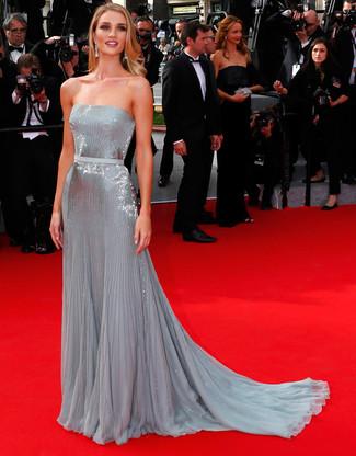 Cómo combinar un vestido de noche de lentejuelas plateado: Haz de un vestido de noche de lentejuelas plateado tu atuendo y te verás impresionante en cualquier lugar y en cualquier momento.