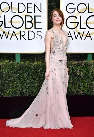 Cómo combinar: vestido de noche de malla con adornos rosado, collar plateado