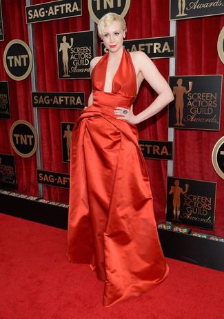 Vestido de noche de saten rojo pendientes amarillos anillo violeta large 8014