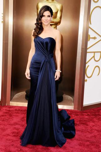 Vestido de noche de seda azul marino large 1388