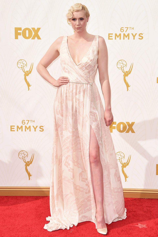 Look de Gwendoline Christie: Vestido de Noche Estampado en Beige ...