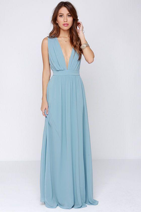 7dda1d8397 Cómo combinar un vestido plisado celeste (4 looks de moda)