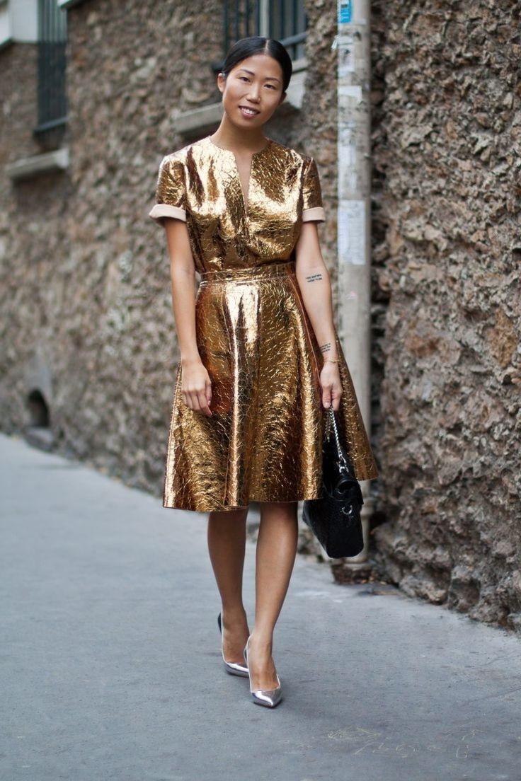 Que zapatos usar con vestido largo dorado