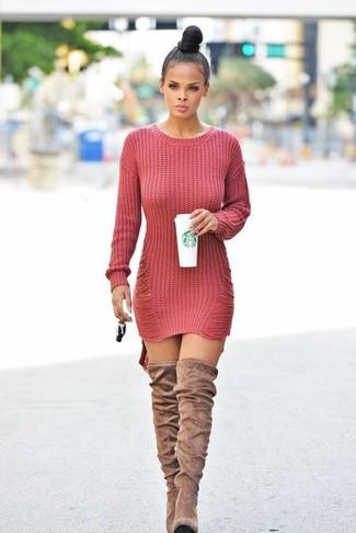 Cómo combinar: vestido jersey de punto rojo, botas sobre la rodilla de ante marrón claro