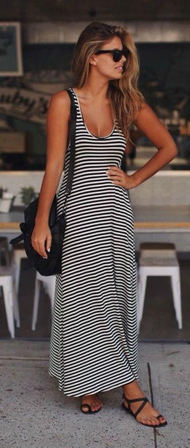 Vestido negro con rayas blancas largo