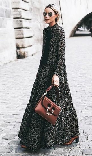 Cómo combinar: vestido largo con print de flores negro, botines de cuero marrónes, bolso de hombre de cuero marrón, gafas de sol grises