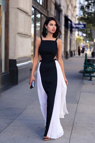 Cómo combinar un anillo verde: Un vestido largo en negro y blanco y un anillo verde son una opción excelente para el fin de semana. Sandalias de tacón de ante negras son una opción excelente para complementar tu atuendo.