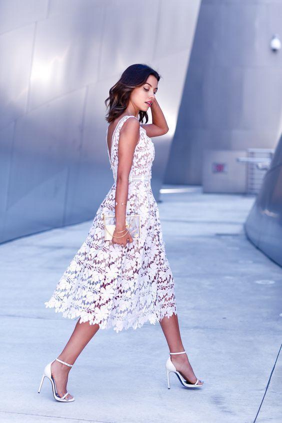 Look De Moda Vestido Midi De Encaje Blanco Sandalias De