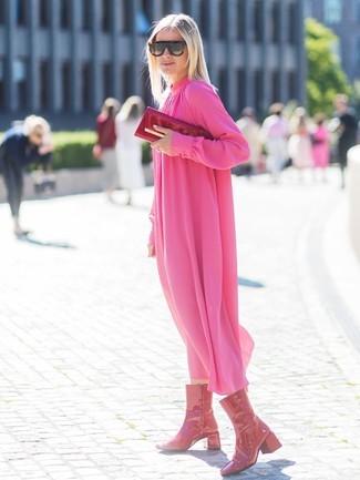 Cómo combinar una cartera sobre de cuero roja: Haz de un vestido midi de gasa plisado rosa y una cartera sobre de cuero roja tu atuendo transmitirán una vibra libre y relajada. ¿Te sientes valiente? Haz botas a media pierna de cuero rojas tu calzado.