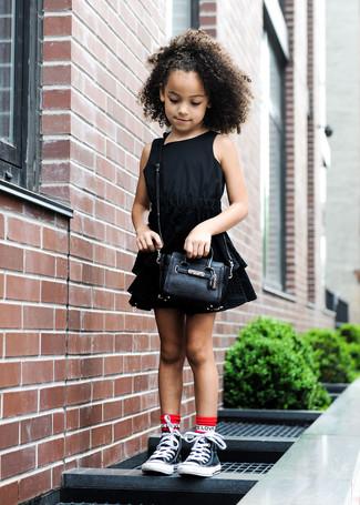 Cómo combinar un vestido negro: