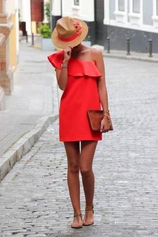 Cómo combinar: vestido recto rojo, sandalias de dedo de cuero marrónes, cartera sobre de cuero marrón, sombrero de lana marrón claro