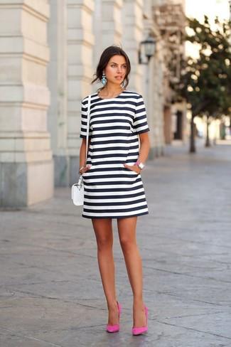 Vestido blanco y negro que zapatos combinan