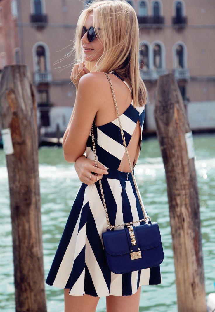 Vestido azul marino rayas blancas