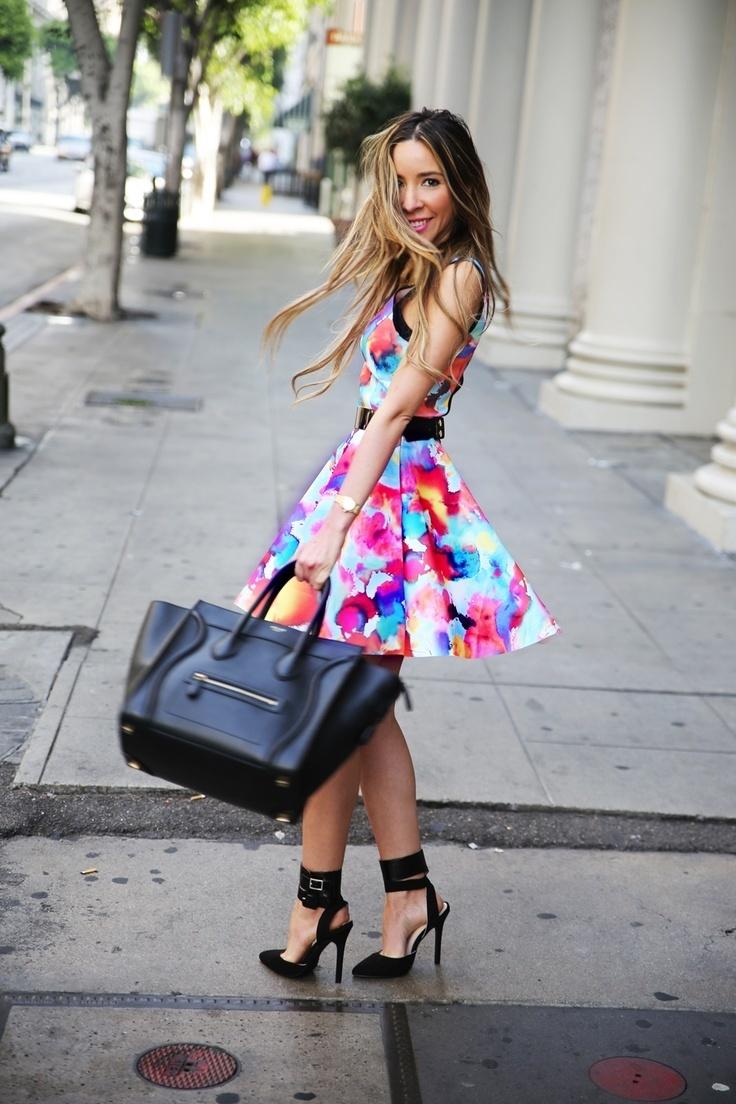 Como combinar vestido estampado con zapatos