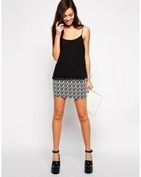 Minifalda con estampado geométrico en negro y blanco de Only
