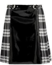 Minifalda de tartán en negro y blanco de Versace