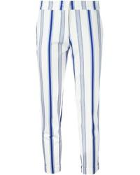 Pantalón capri de rayas verticales en blanco y azul marino de Etro