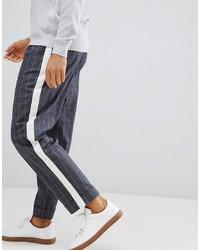 Pantalón chino a cuadros en gris oscuro de ASOS DESIGN