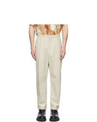 Pantalón chino en beige de Deveaux New York