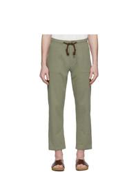 Pantalón chino verde oliva de Nanushka