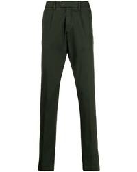 Pantalón chino verde oscuro de Eleventy