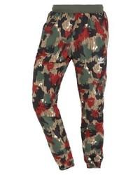 Pantalón de chándal de camuflaje en multicolor de adidas