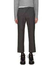 Pantalón de vestir de lana de rayas verticales en gris oscuro de Nanamica